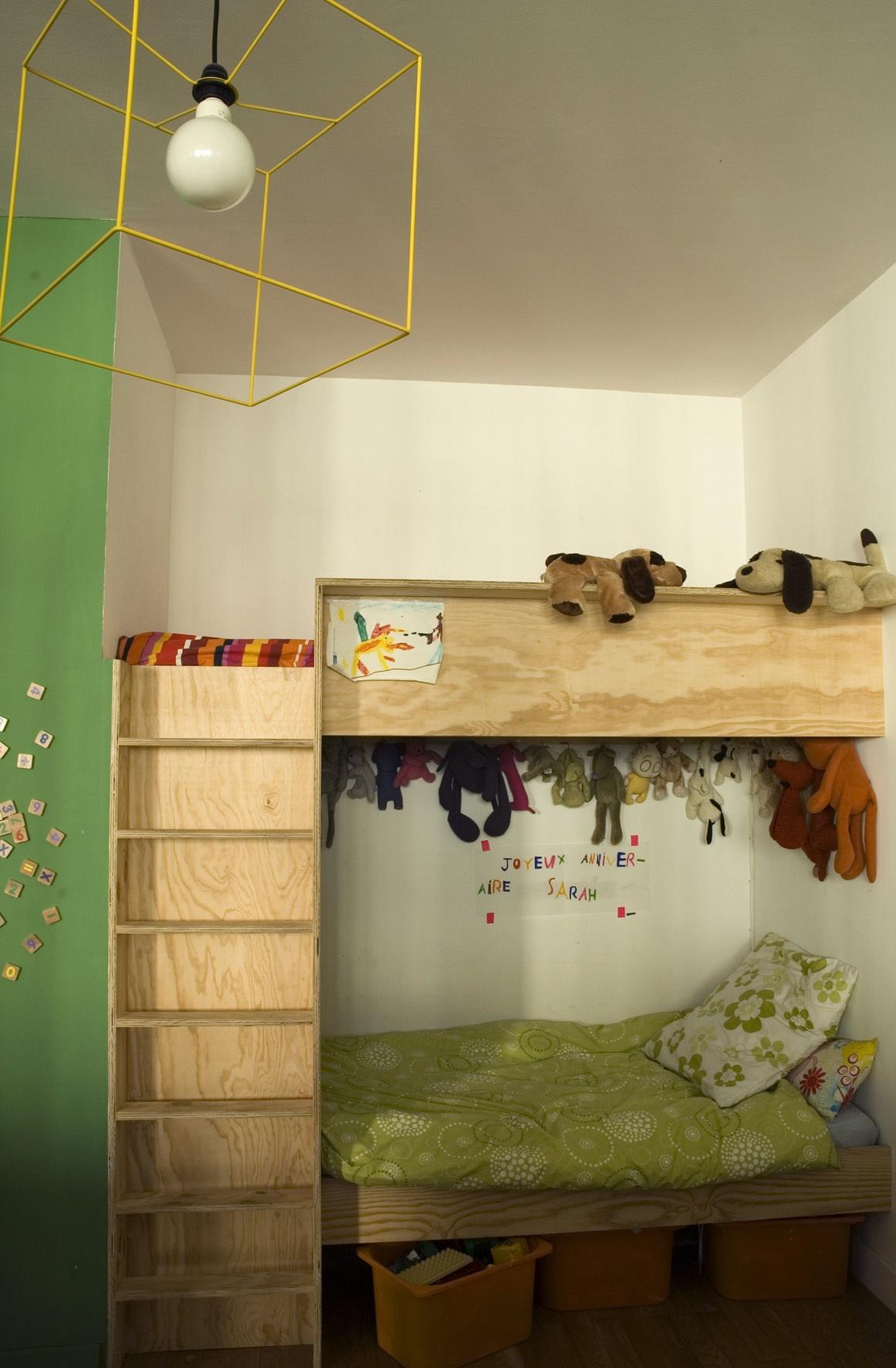 Двухъярусная детская кровать современная