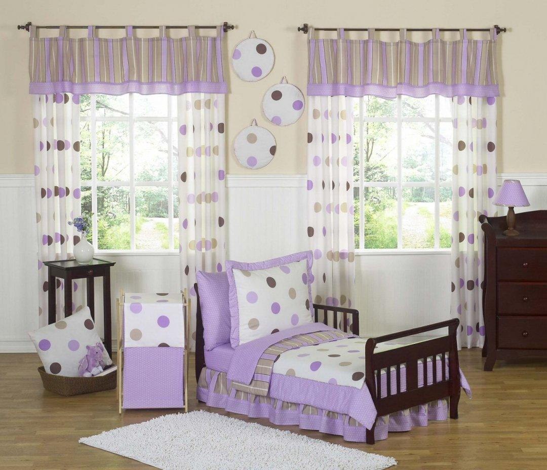 Дизайн штор для детской комнаты в фиолетовый горошек