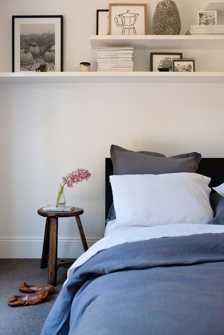 Фото над кроватью в спальне