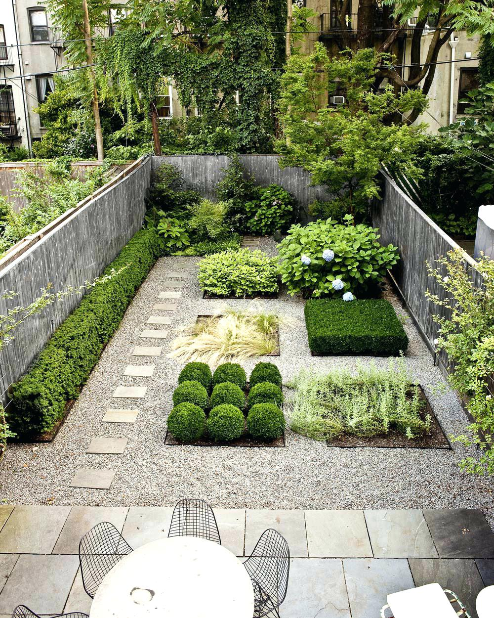 Сад в строгой геометрии
