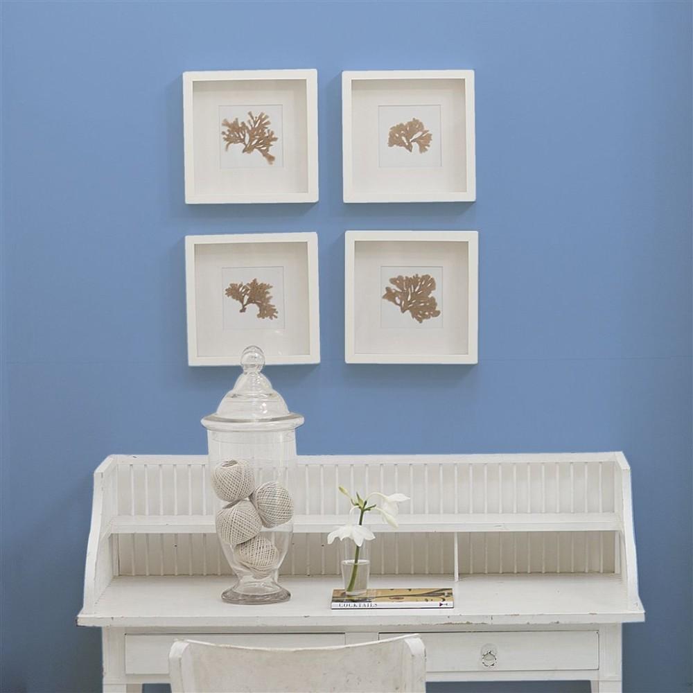 Голубые стены в кабинете