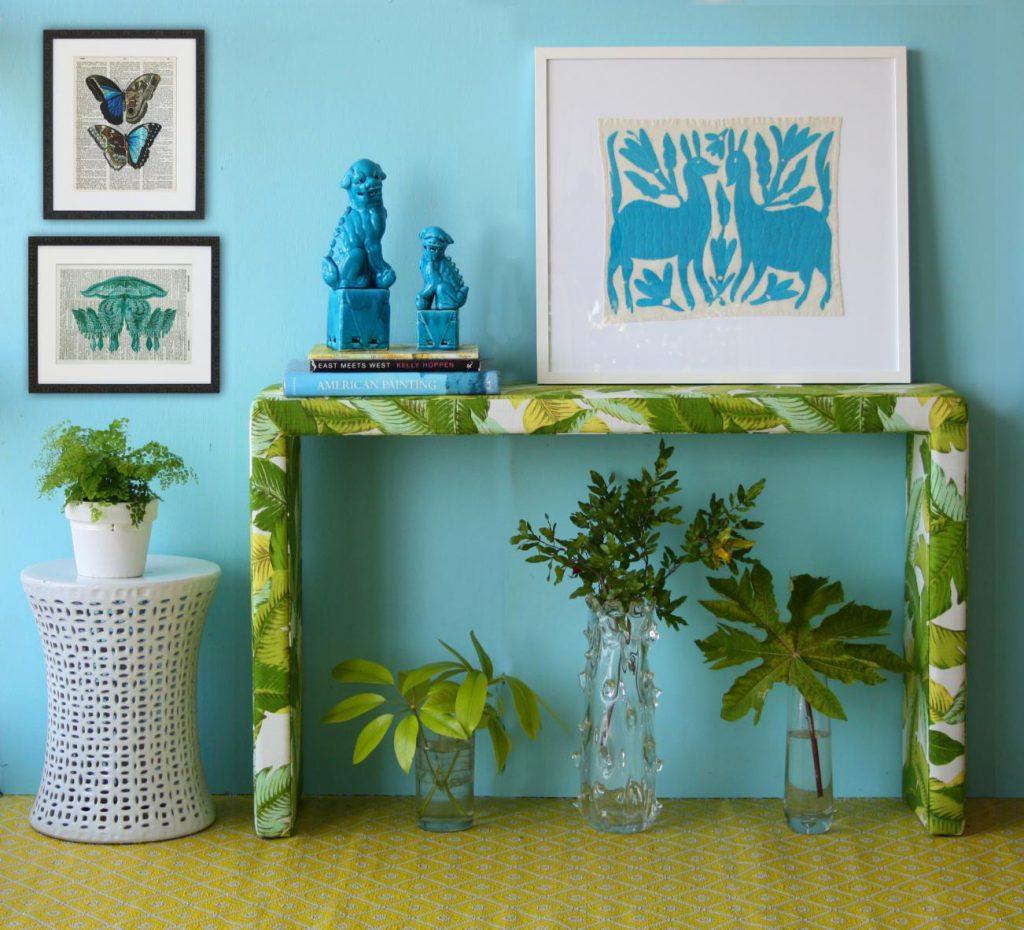 Декор прихожей в голубом цвете