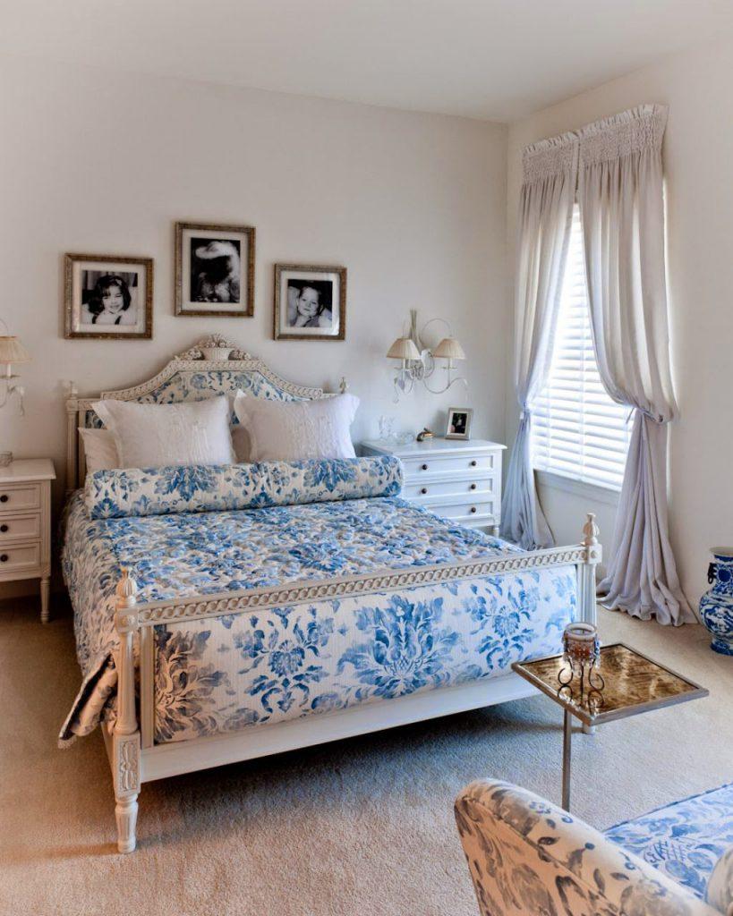 Спальня с голубыми акцентами