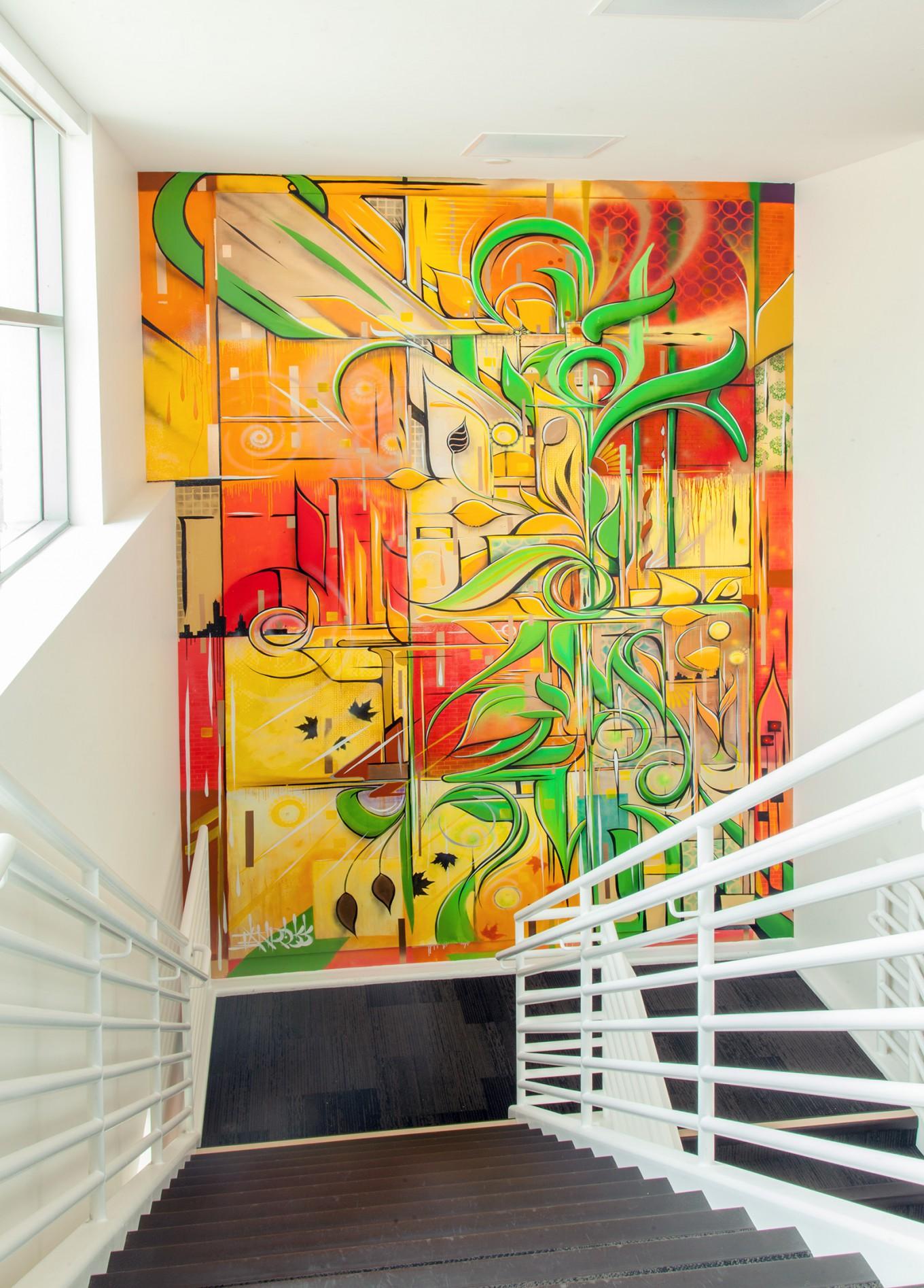 Яркое граффити в офисе