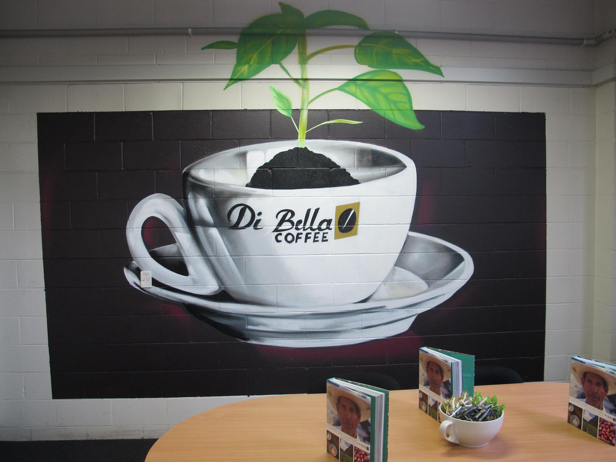 Рисунок кофейной чашки в интерьере