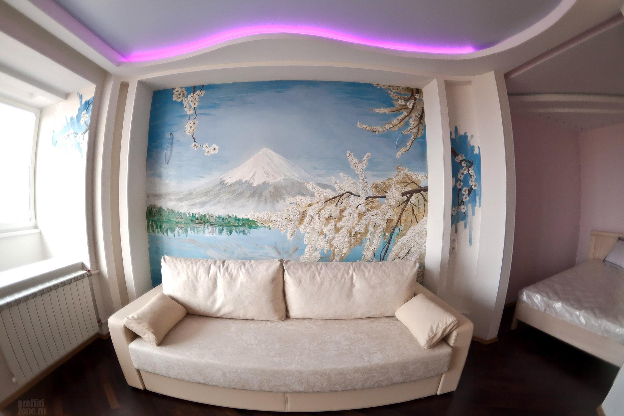Красивый рисунок горной местности и сакуры в интерьере
