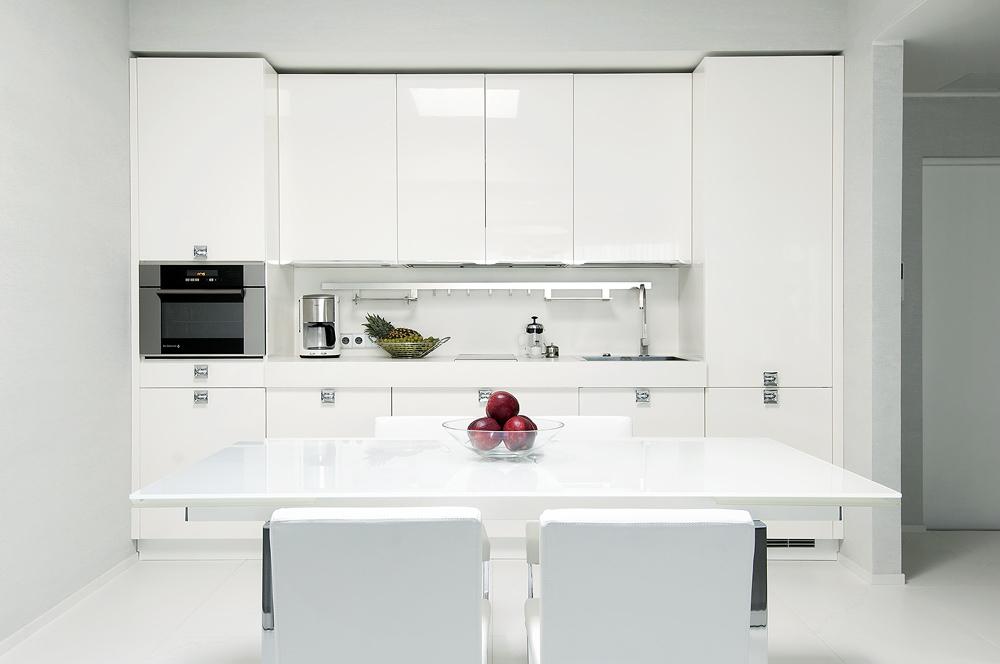 Белый интерьер кухни - абсолютная чистота