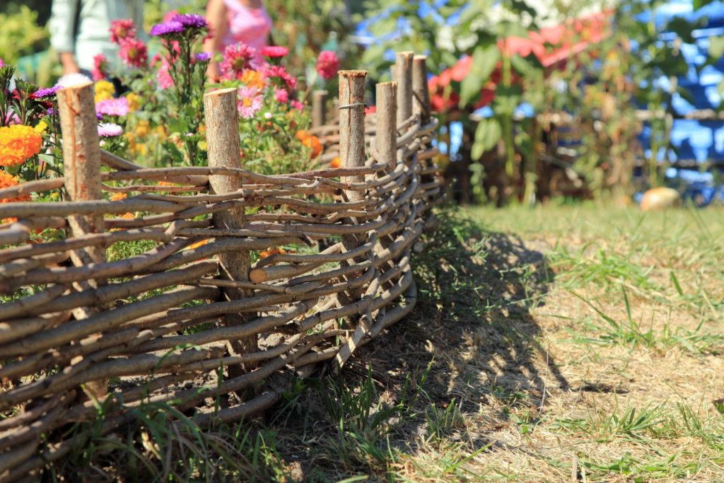 Плетень для оформления сада