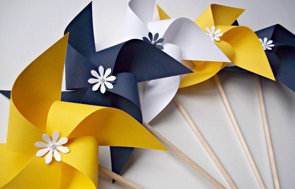 Маленькие ветряные мельницы для украшения сада или дачи
