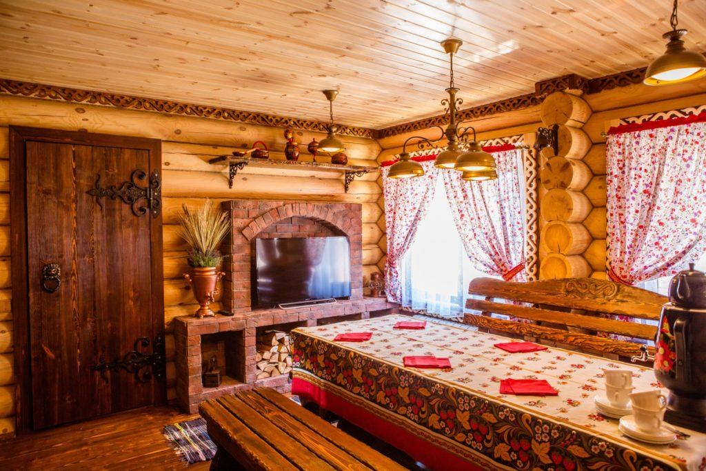 Столовая в русском деревенском стиле