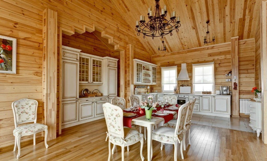Большая кухня в русском деревенском стиле