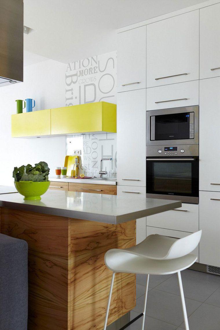 Дизайн кухни с барной стойкой из искусственного камня