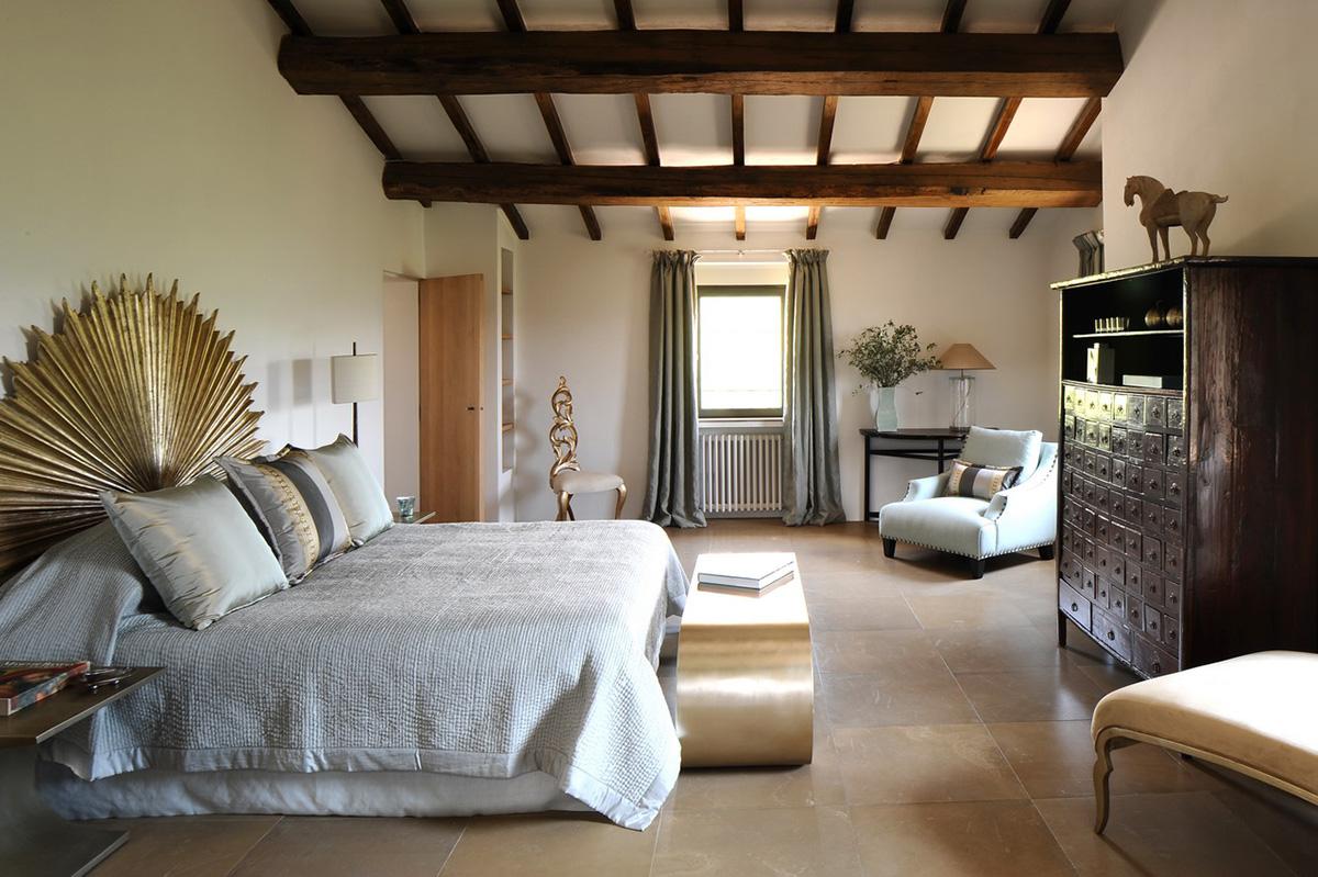 Спальня в ярком итальянском стиле