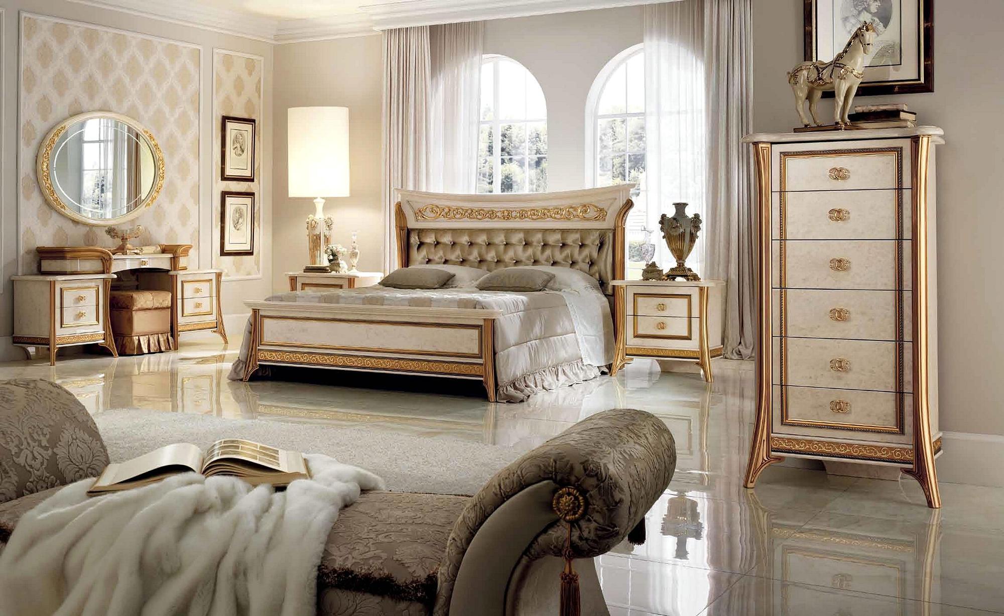 Глянцевая плитка в спальне в итальянском стиле