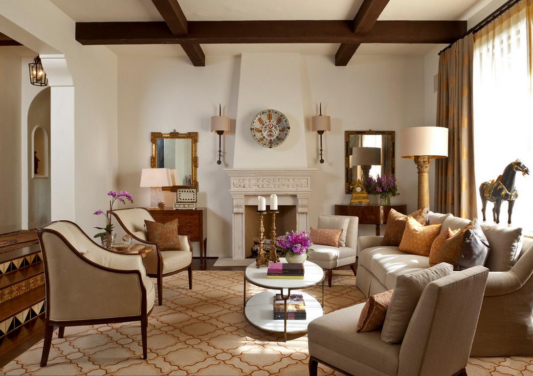 Балки на потолке в гостиной в итальянском стиле