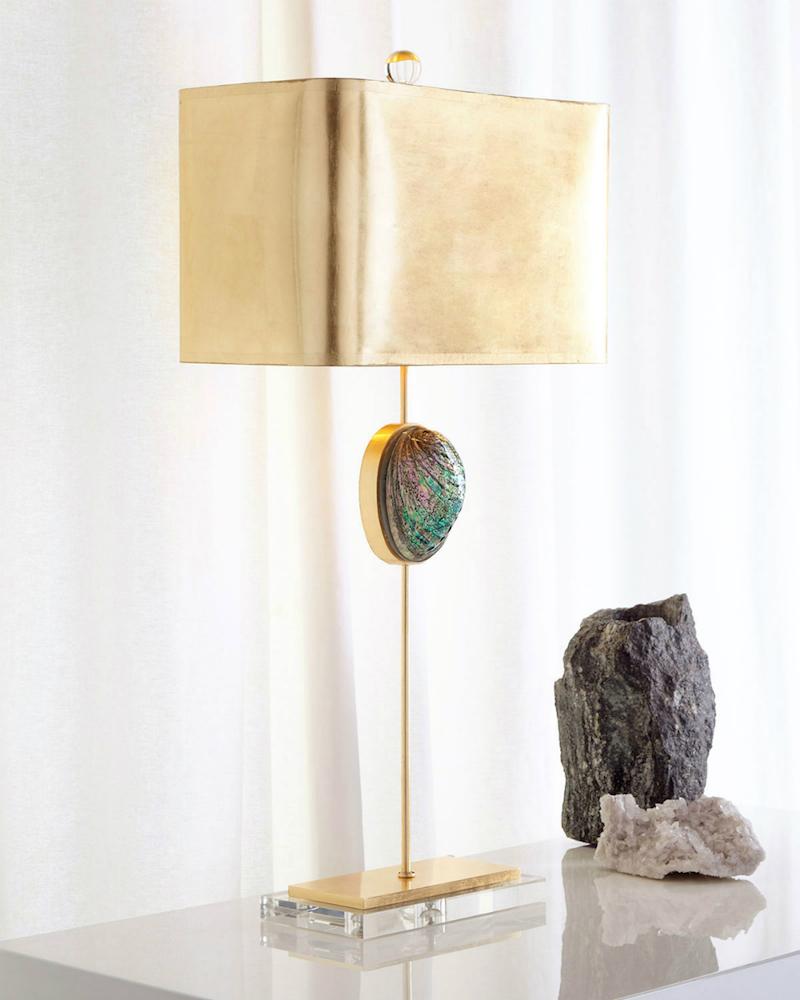 Прикроватный светильник с камнем