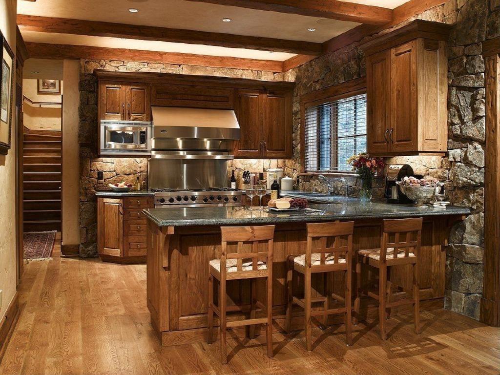 Камень на кухне в деревенском стиле