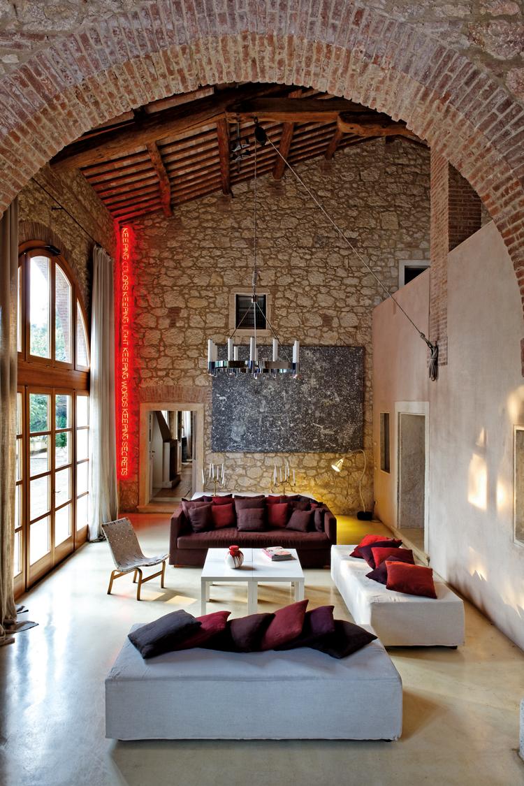 Итальянский стиль в интерьере с камнем
