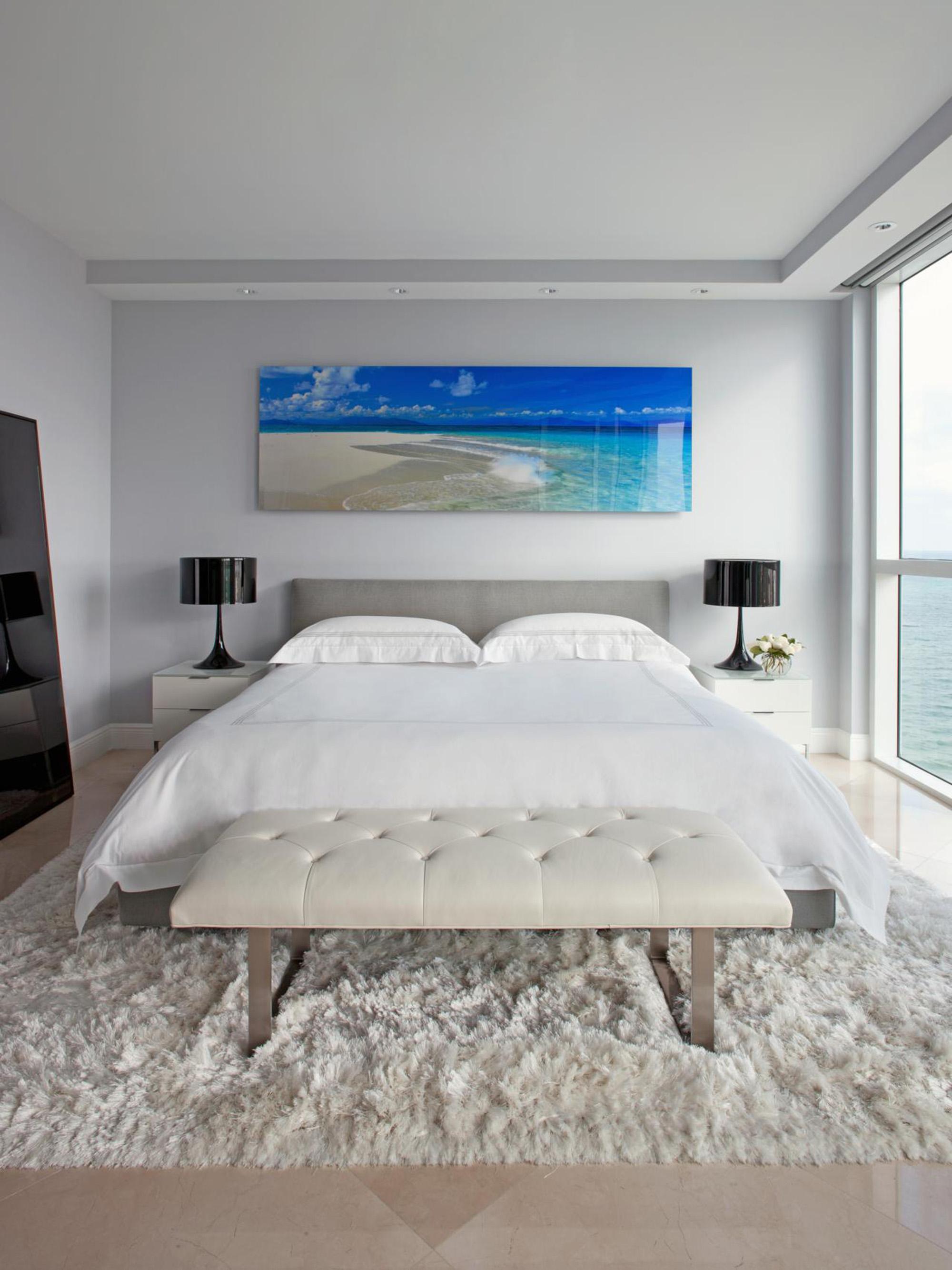 Фотокартина с изображением пляжа над кроватью
