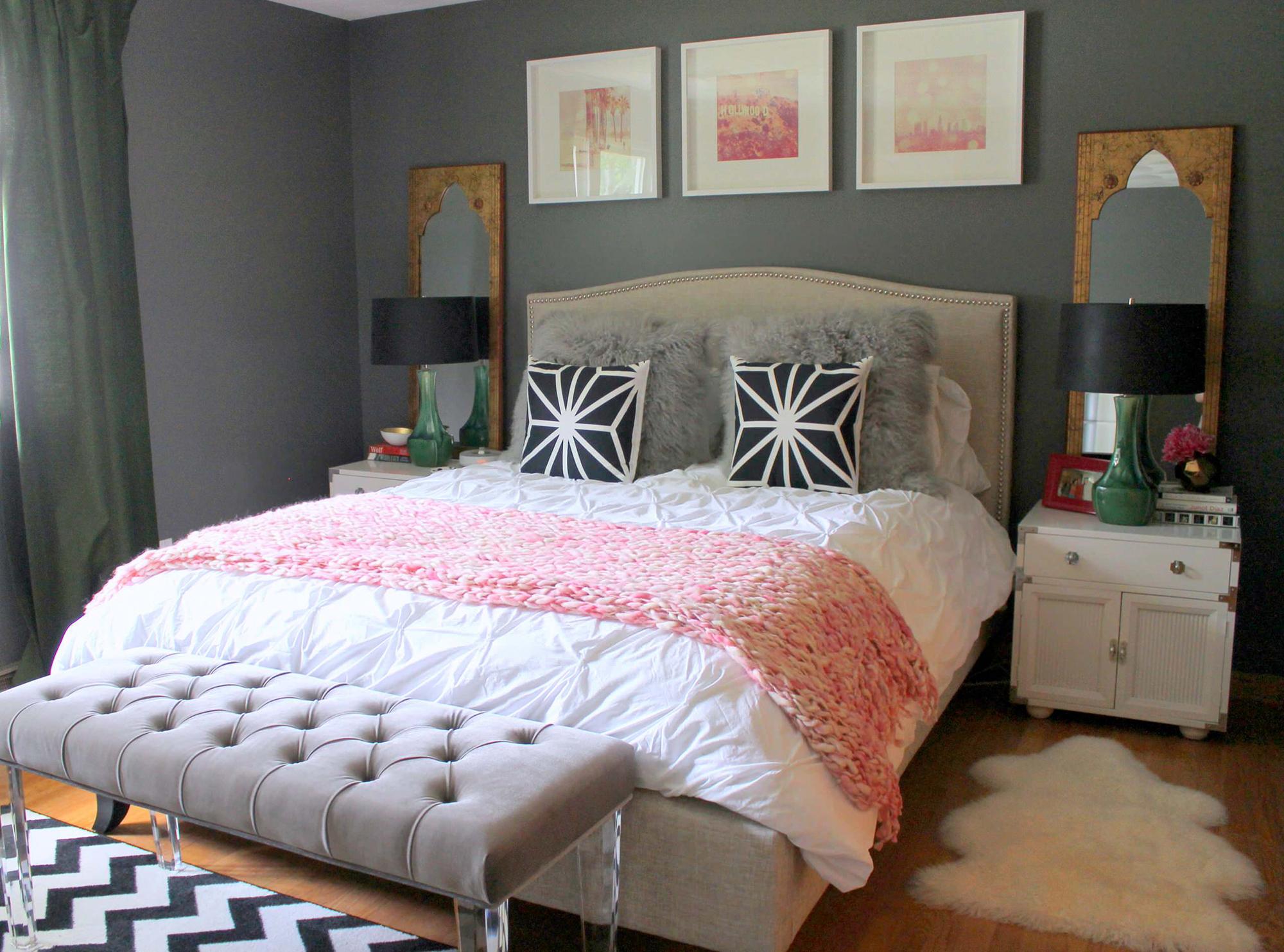 Квадратные интерьерные картины над кроватью