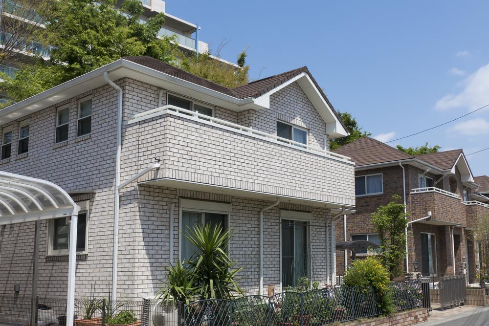 Серый кирпичный фасад