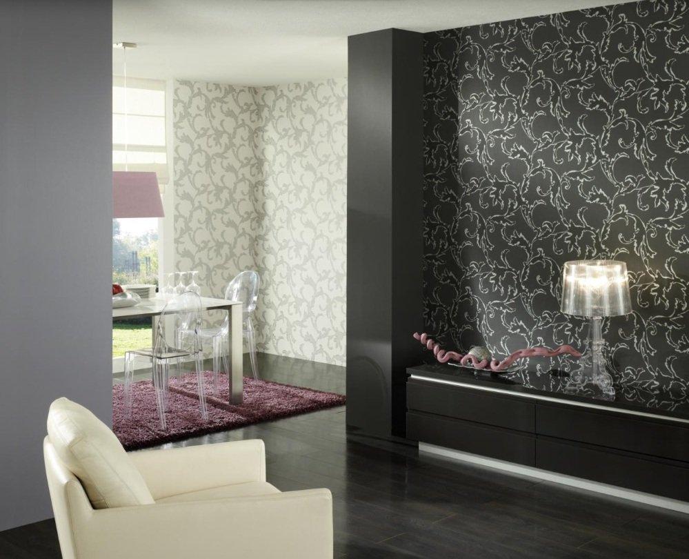 Комбинирование светлых и темных обоев с идентичным рисунком в интерьере гостиной