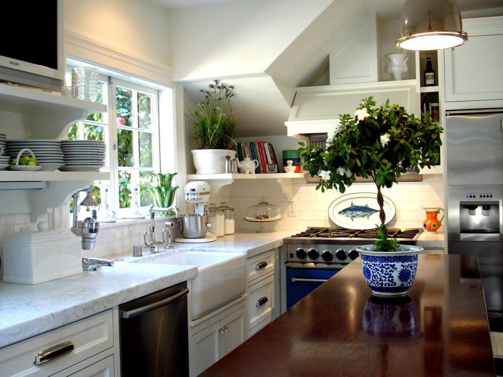 Даже на кухне найдется место для зелени
