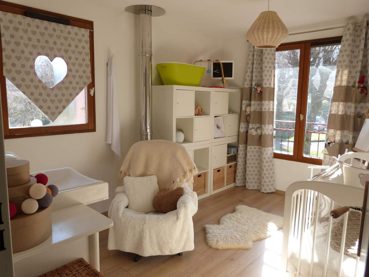Дизайн штор для детской комнаты коричневый