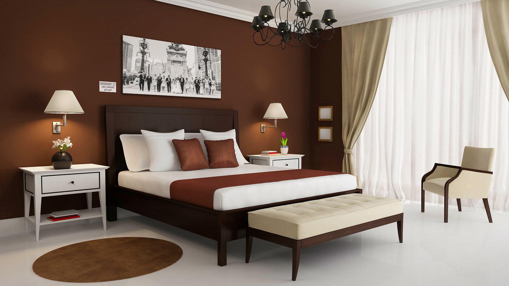 Коричневый, бежевый и белый цвета в интерьере спальни