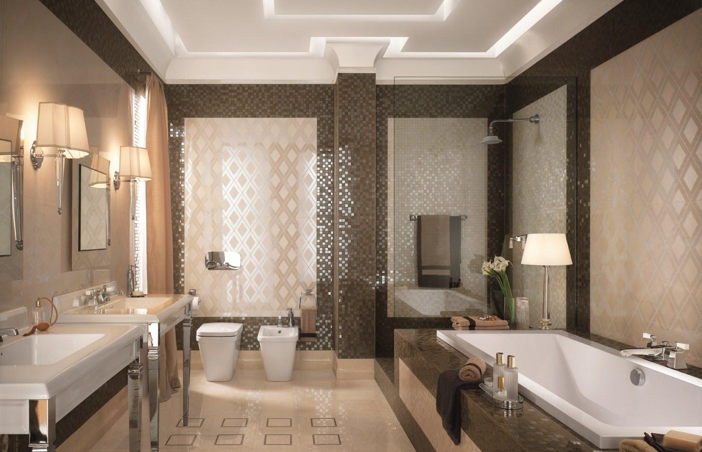 Ванная с коричневой мозаикой