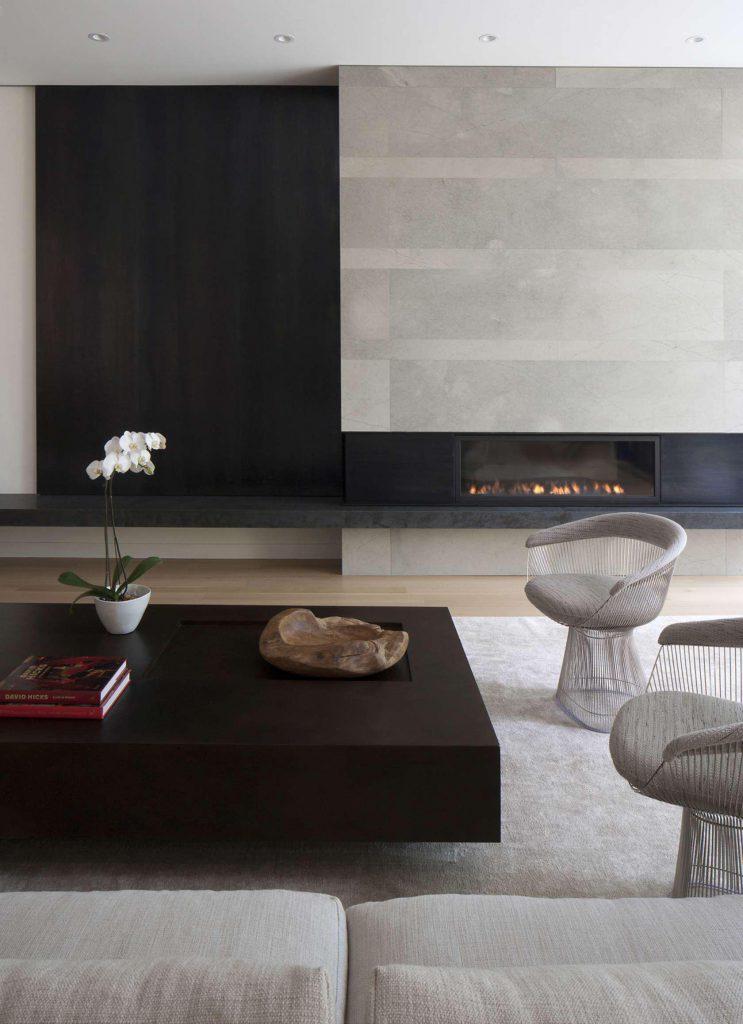 Светло-серый ковер в минималистическом интерьере