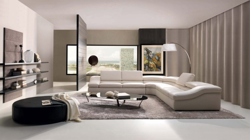 Серый ковер в большой гостиной