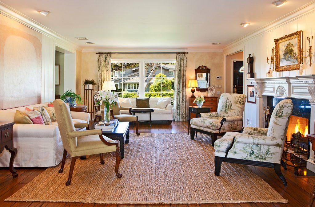 Плетеный ковер в гостиной