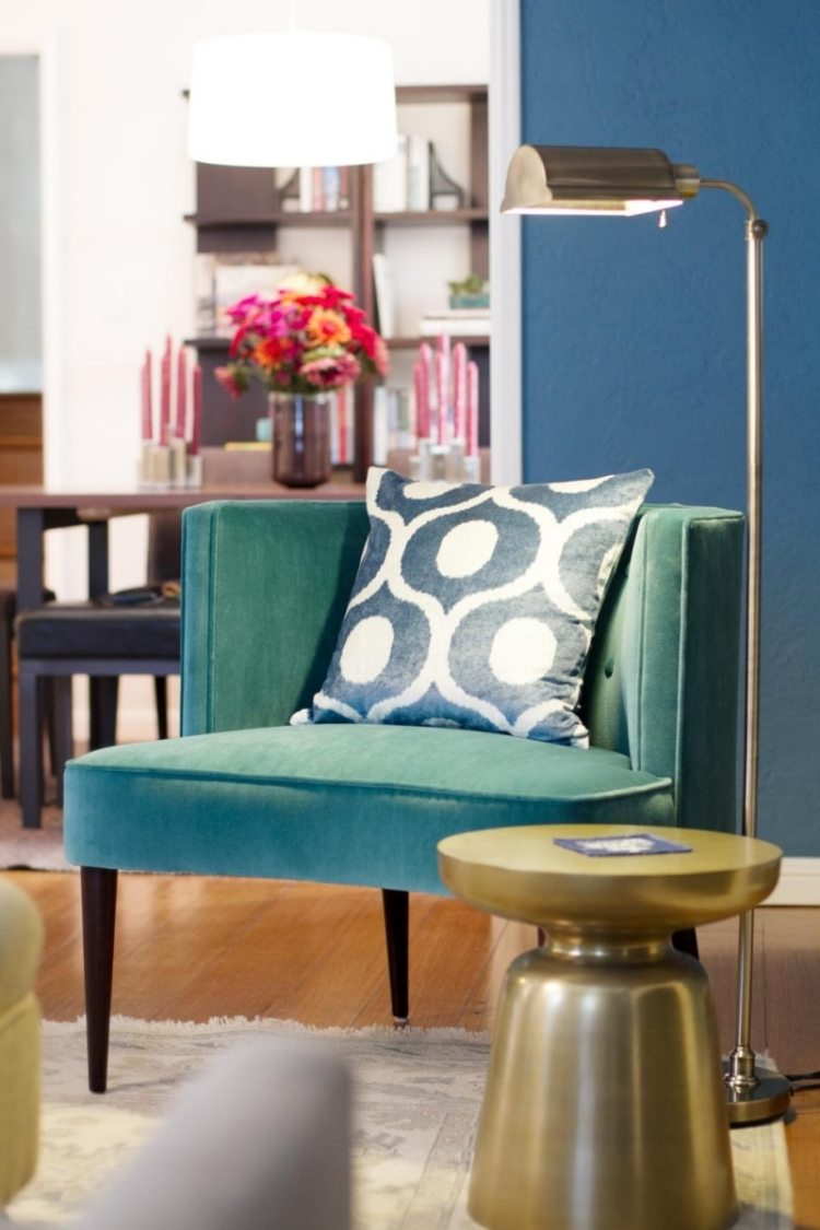 Бирюзовое кресло в интерьере