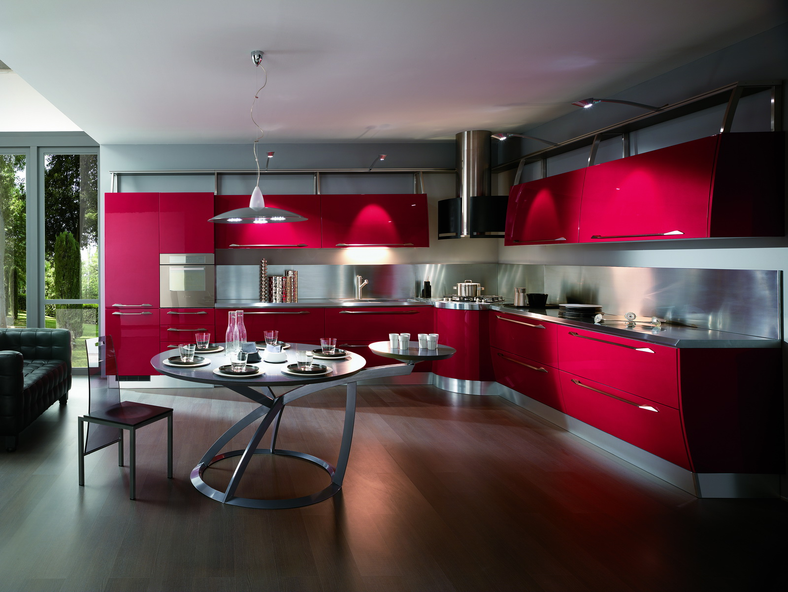 Яркая красная кухня в стиле хай-тек с металлической фурнитурой