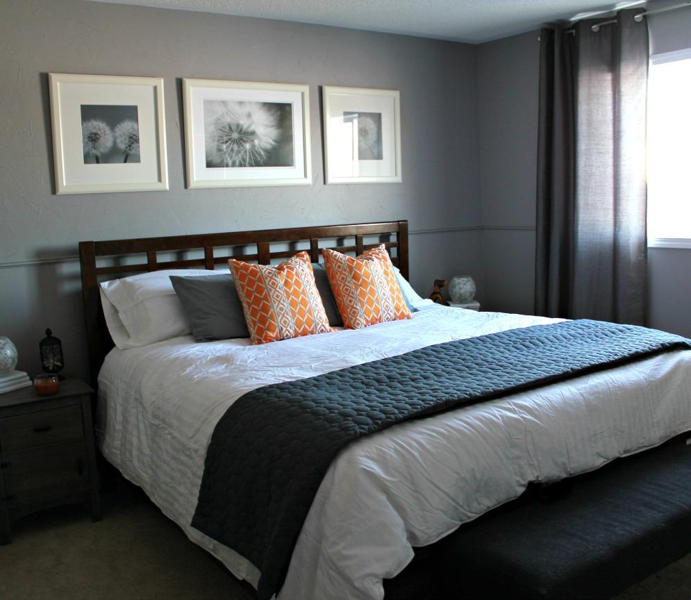 Квадратные картины над кроватью