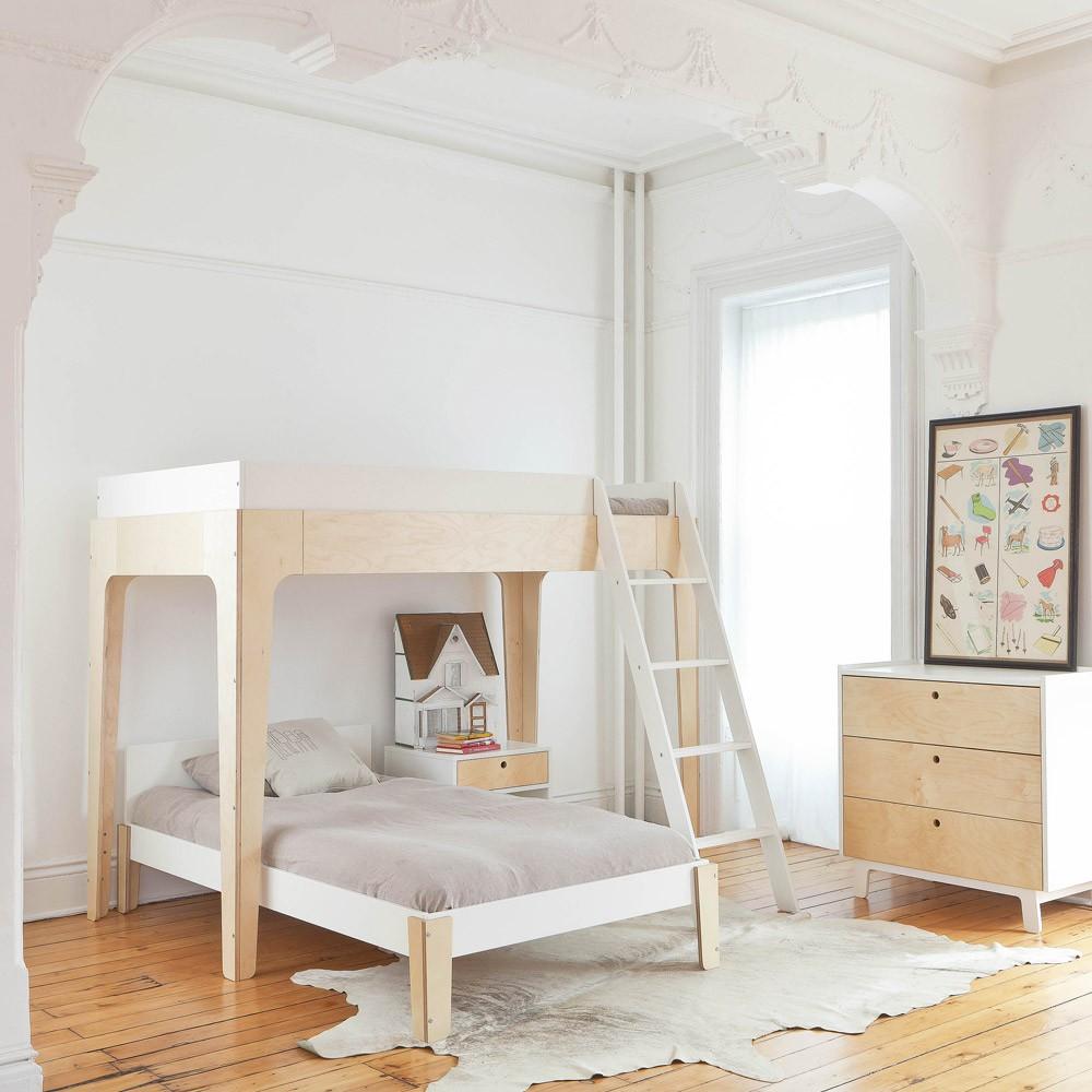 Двухъярусная детская кровать лаконичного дизайна