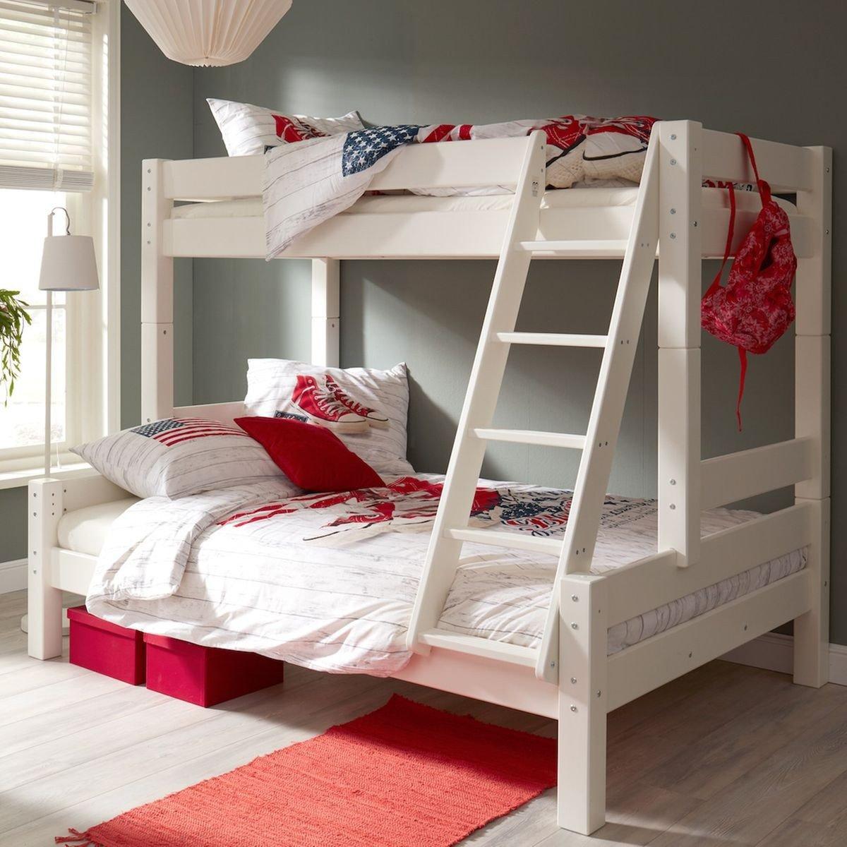 Двухъярусная детская кровать с лестницей