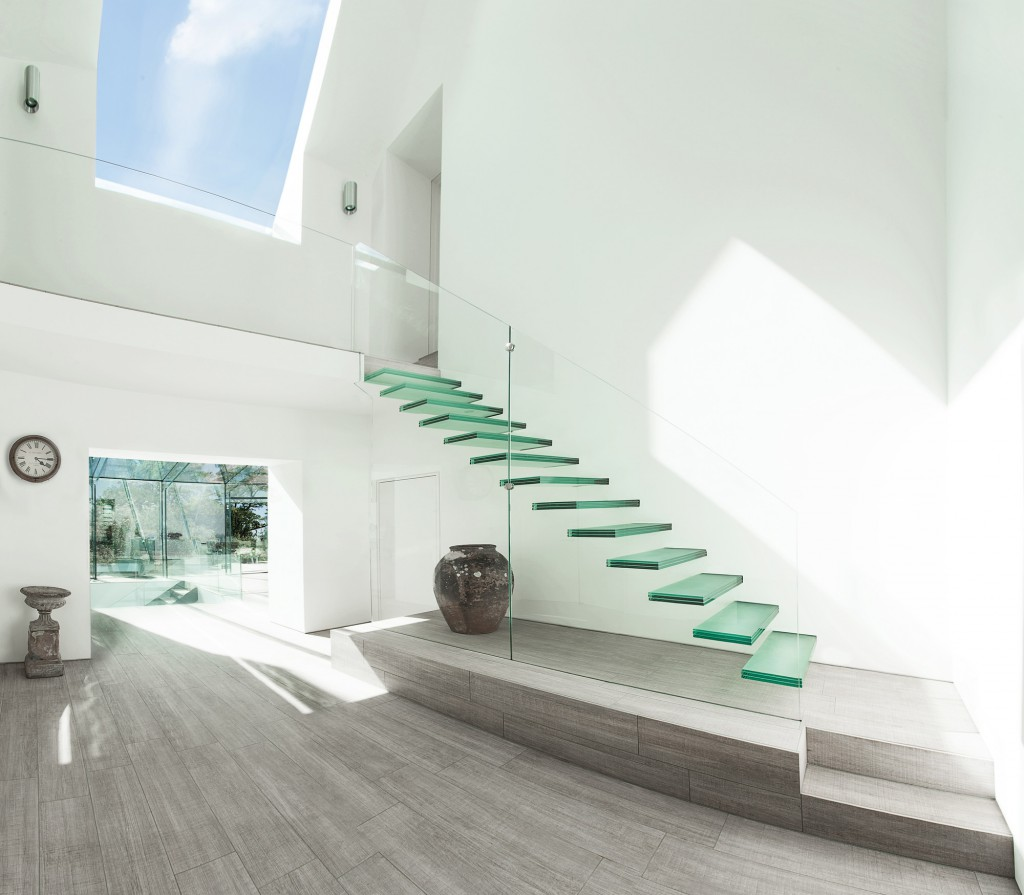 Минималистичная стеклянная лестница