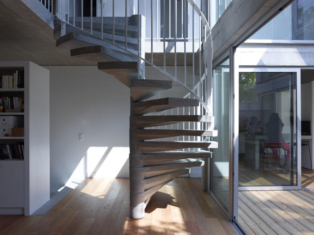 Винтовая железобетонная лестница