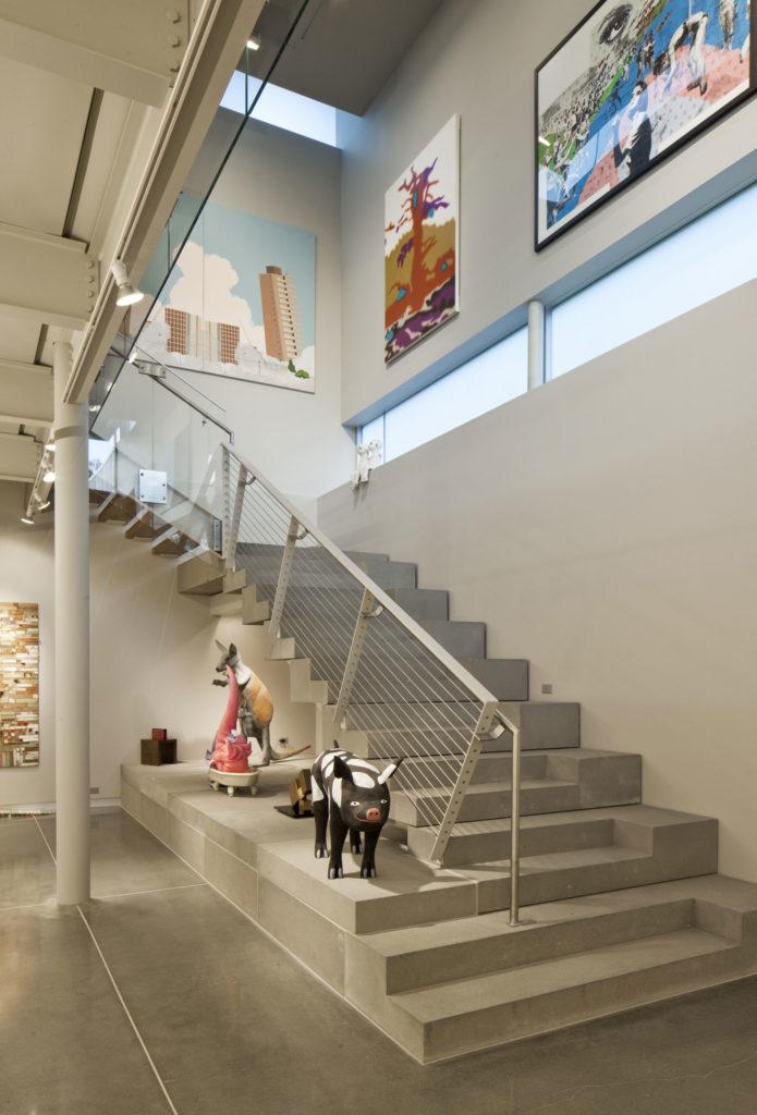 Современная бетонная лестница
