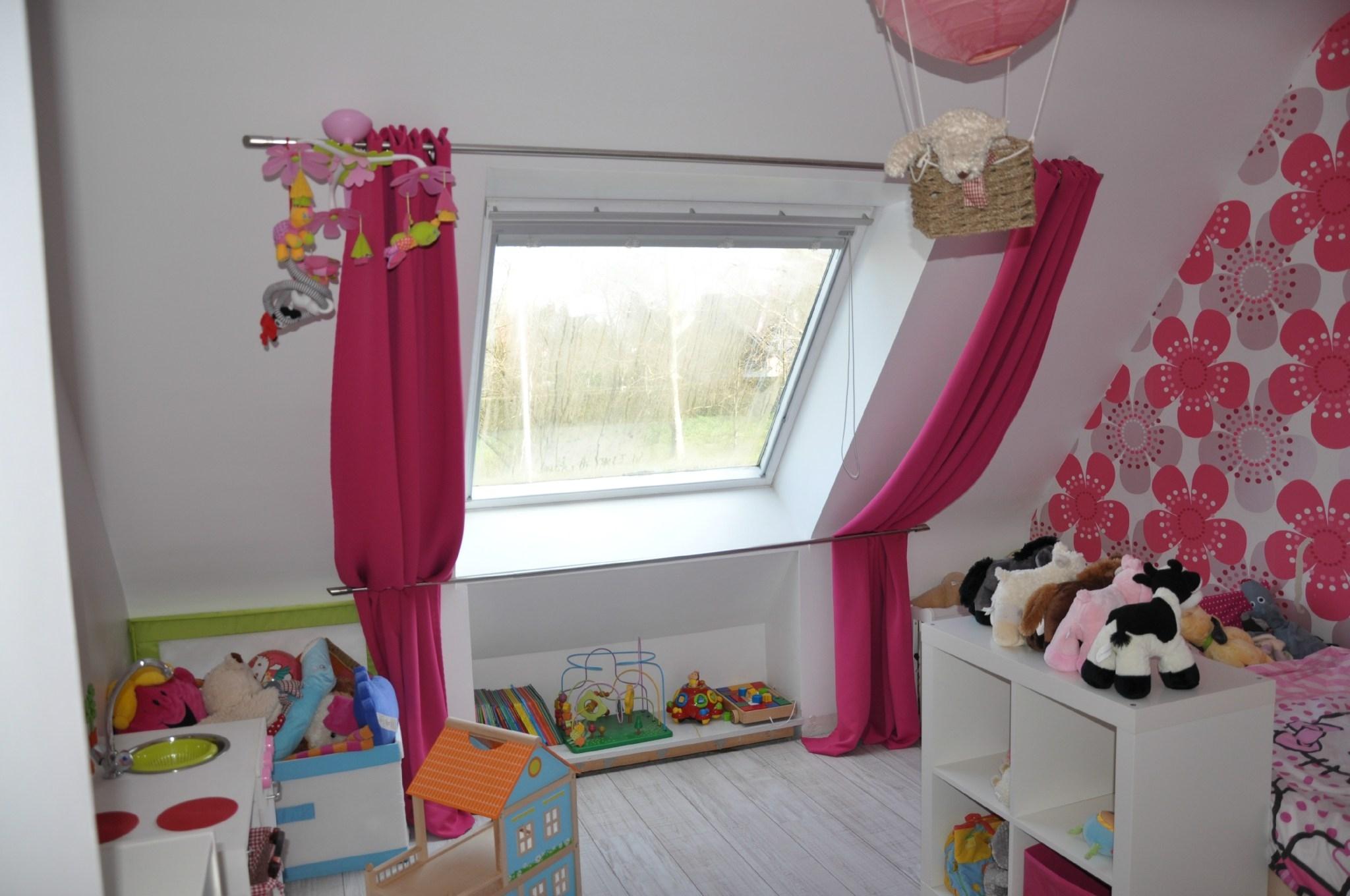 Дизайн штор для детской комнаты на мансарде