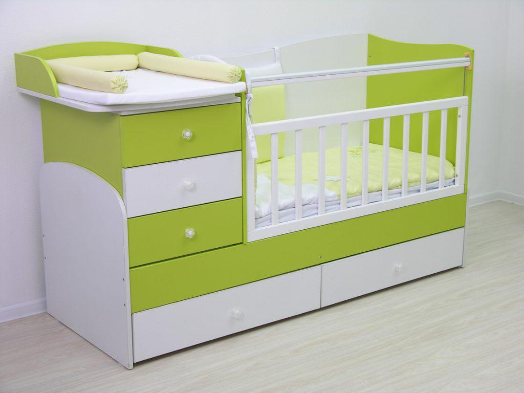 Детская зелено-белая кроватка-трансформер