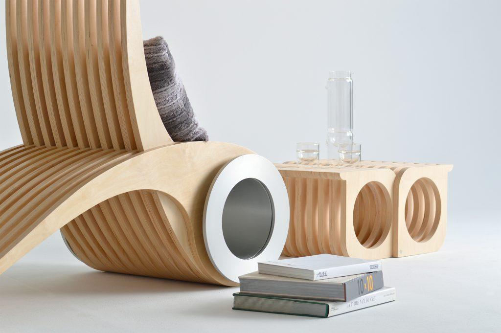Необычные трансформирующиеся кресло и стол из дерева и металла