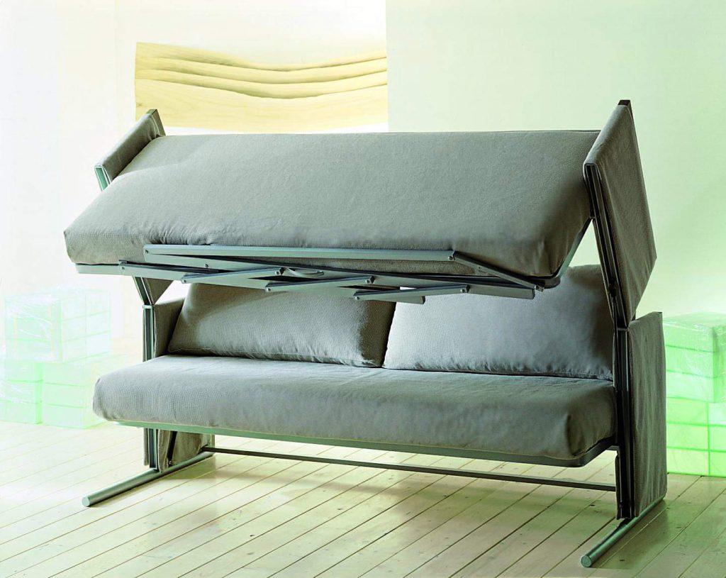 Серый диван-трансформер в гостиной