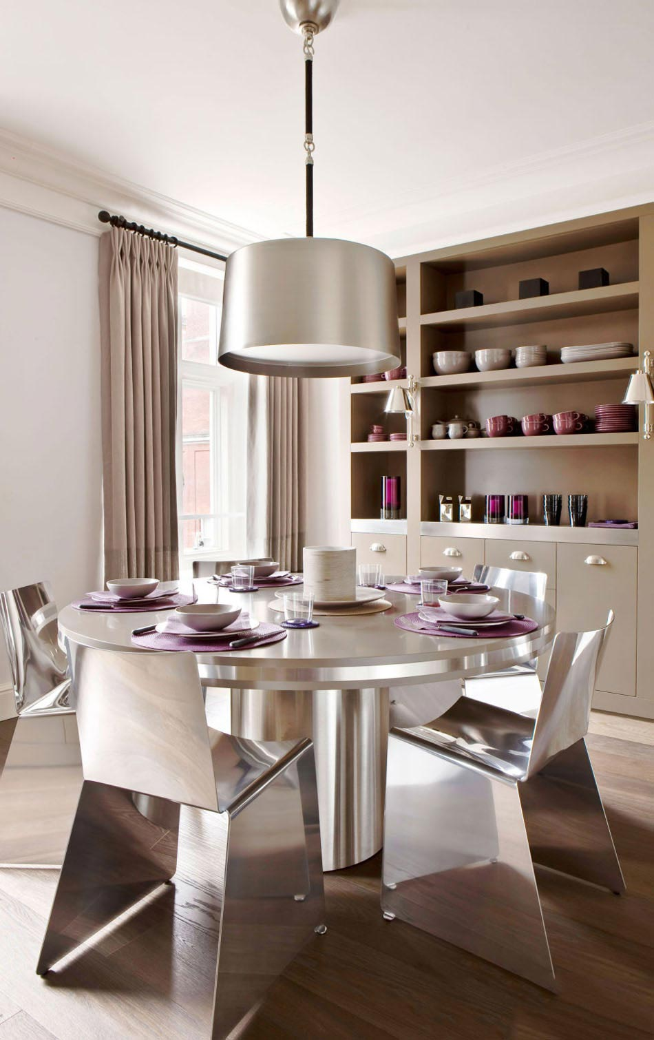 Обеденный стол металлический