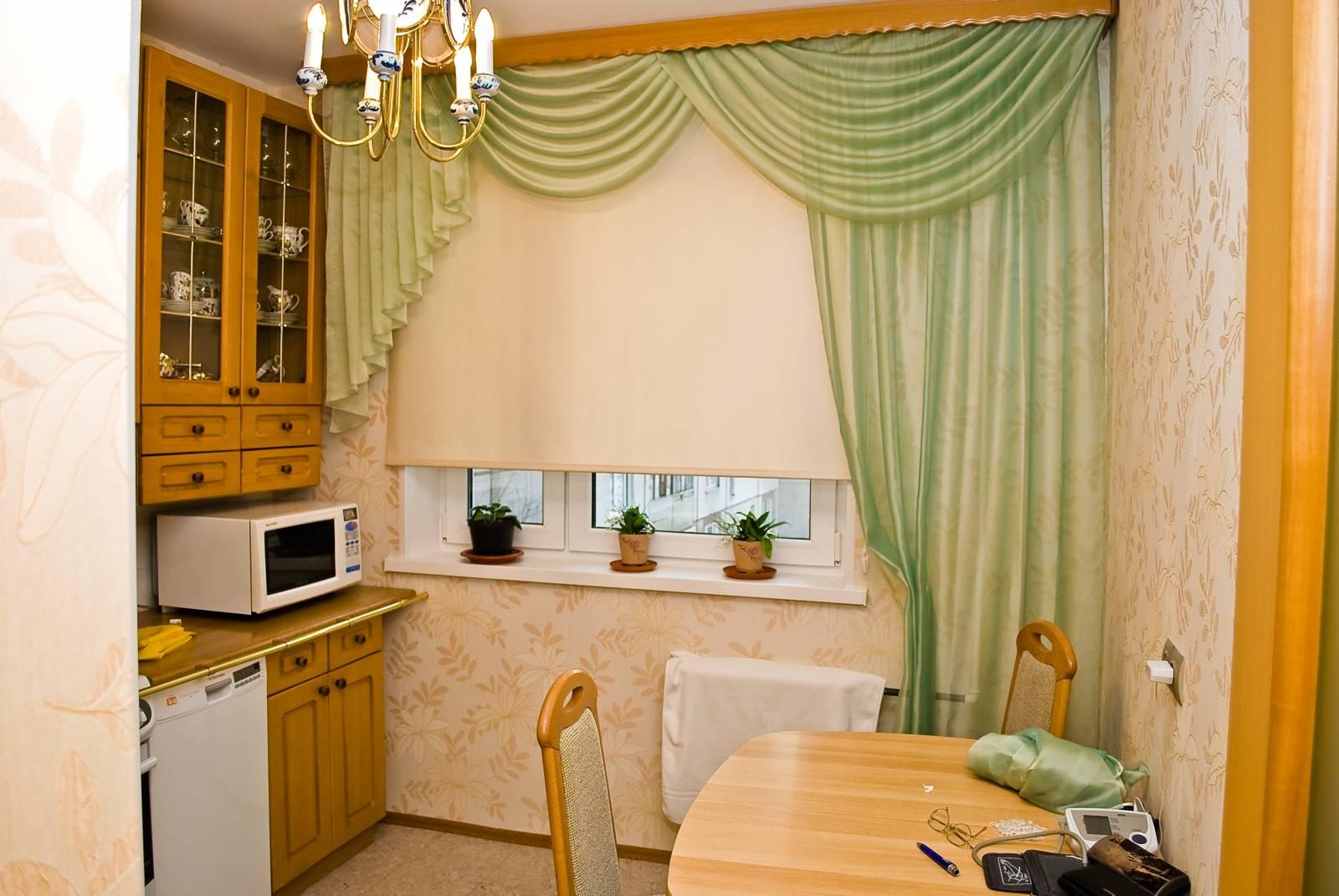 Зеленые шторы с ламбрекеном