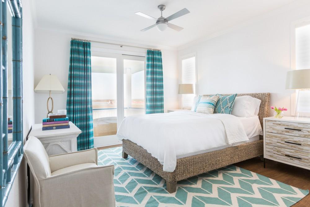 Светлая спальня в морском стиле