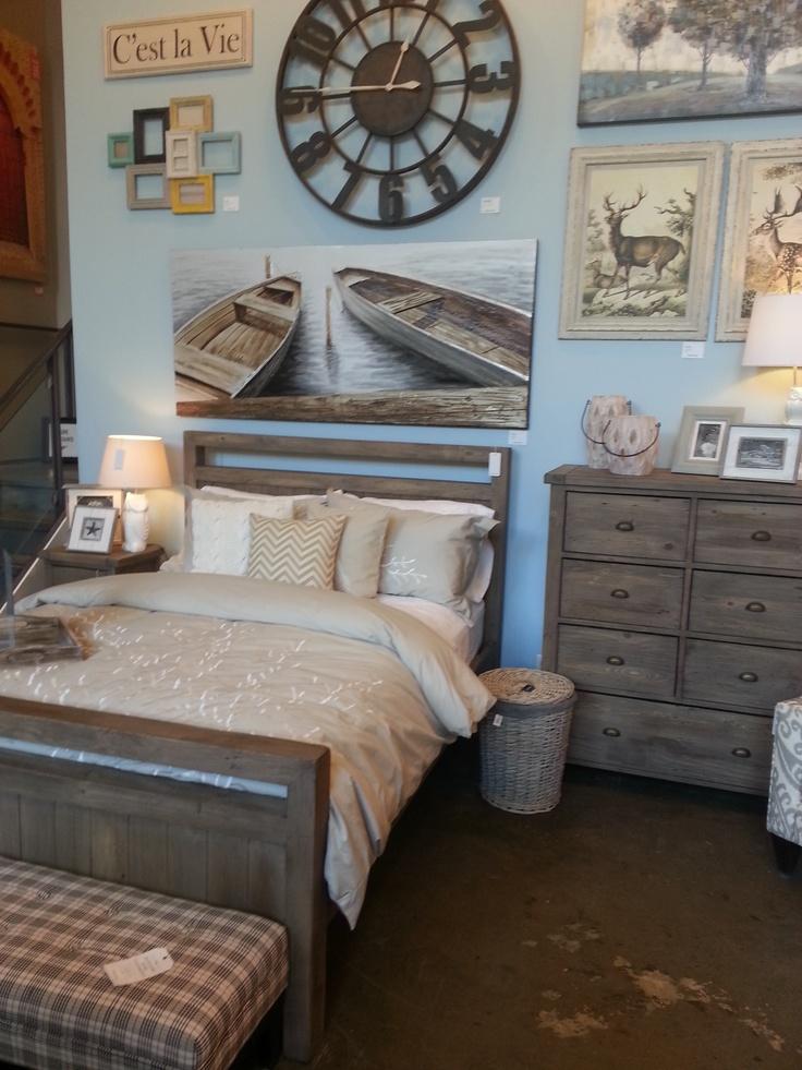 Дизайн спальни с деревянной мебелью в морском стиле