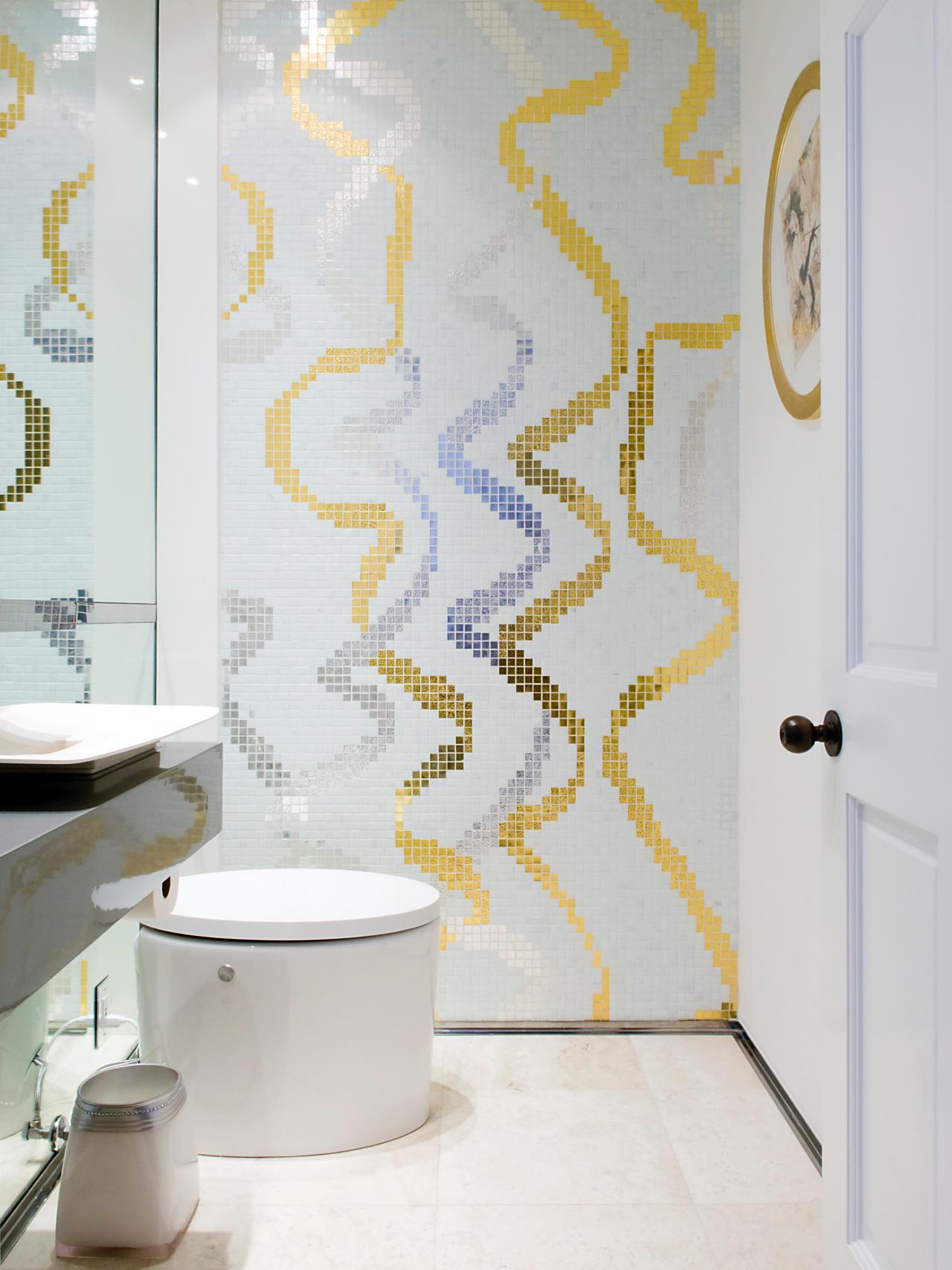 Красивый рисунок из мозаики в ванной